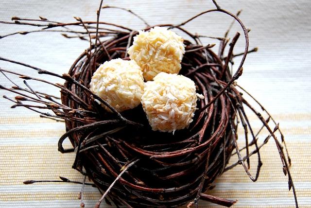 białe trufle z prażonym kokosem